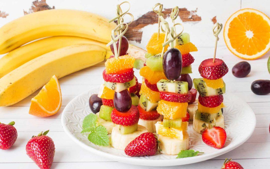 BROCHETTE DE FRUITS ET SON GRANITÉ À LA PASTÈQUE